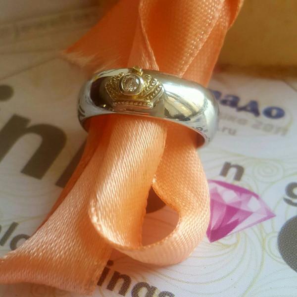 """Кольцо """"Корона"""" из комбинированного золота с бриллиантом"""