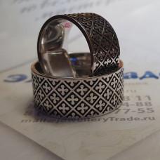 Обручальное кольцо из белого золота с узорами и чёрным родием