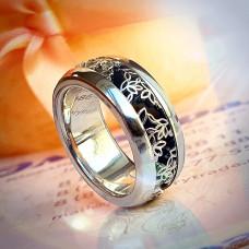 Кольцо из белого золота с узором и эмалью