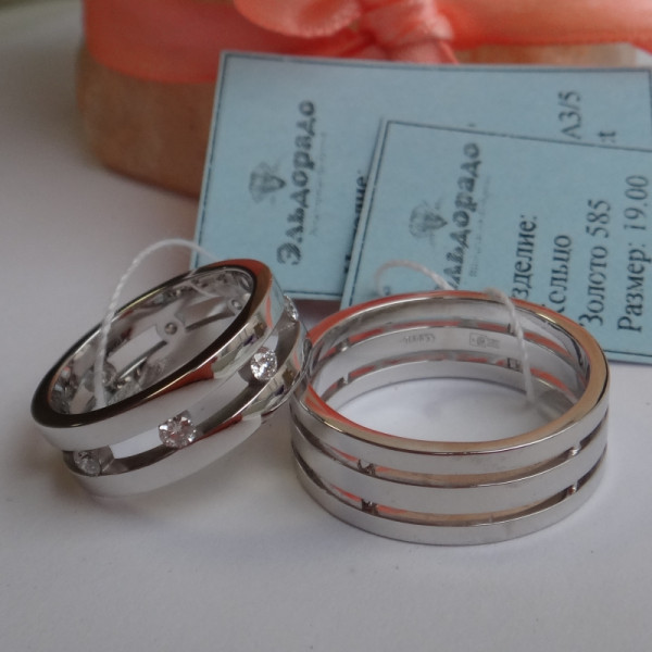 Двойное обручальное кольцо из белого золота с бриллиантами