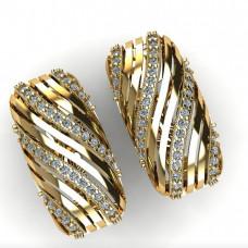 Изысканное обручальное кольцо из желтого золота с большим количеством бриллиантов