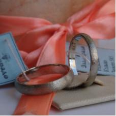Классическое матовое обручальное кольцо из белого золота