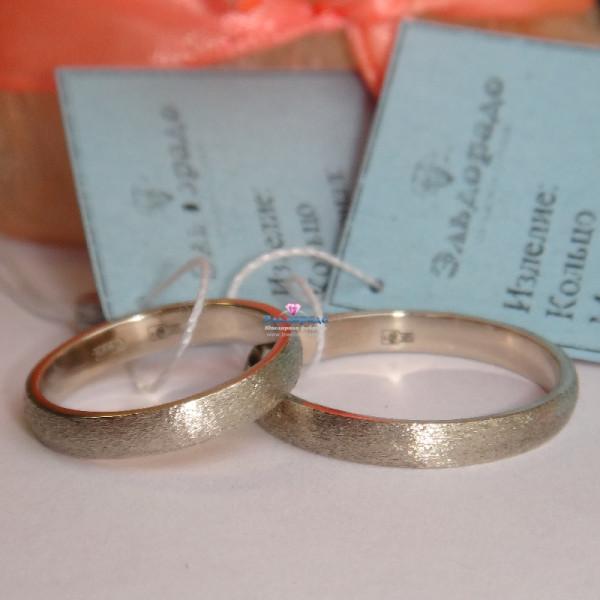 Классическое обручальное кольцо из белого золота матовое