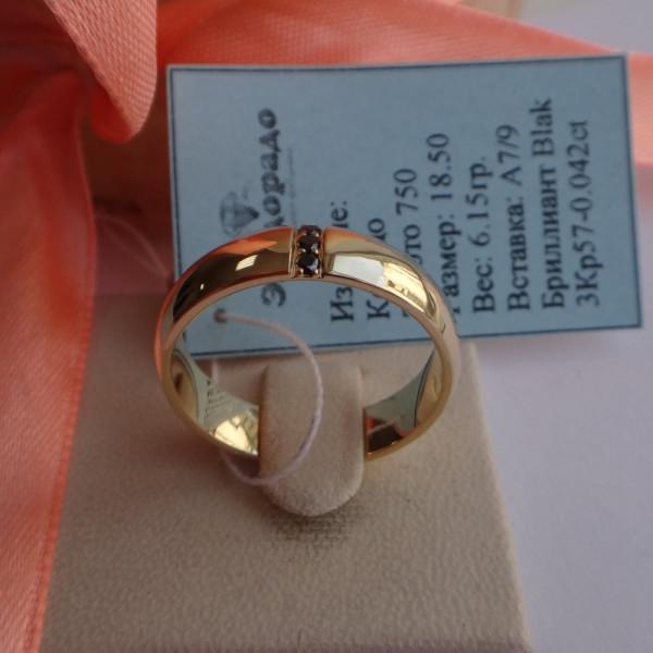 Классическое обручальное кольцо из желтого  золота 750 пробы с черными бриллиантами