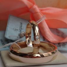 Классическое обручальное кольцо  из красного золота с бриллиантом