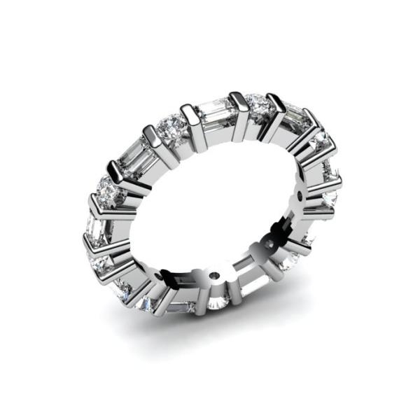 Кольцо из белого золота с бриллиантами и алмазами