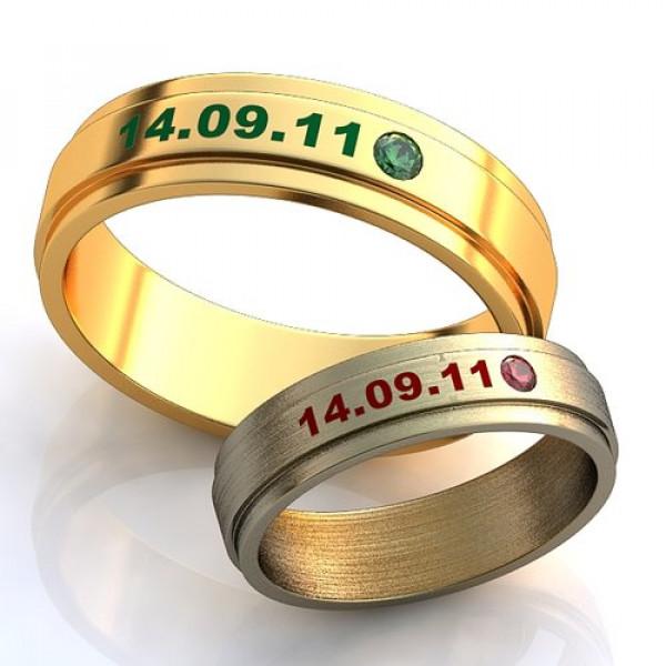 Кольцо из желтого золота c изумрудом и эмалью