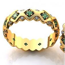 Кольцо из желтого золота с бриллиантами и изумрудами