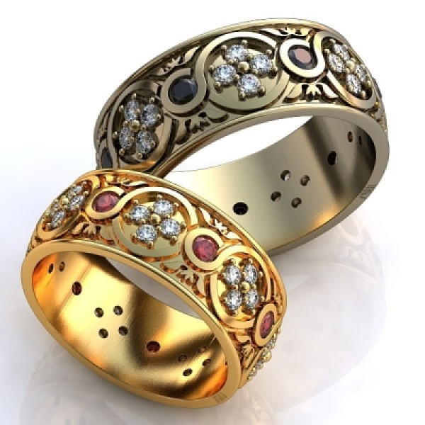 Кольцо из желтого золота с бриллиантами и рубинами