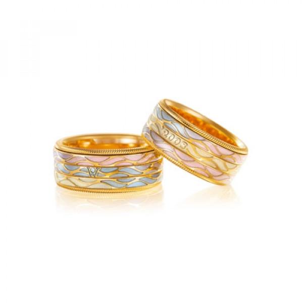 Кольцо из желтого золота с бриллиантом и эмалью