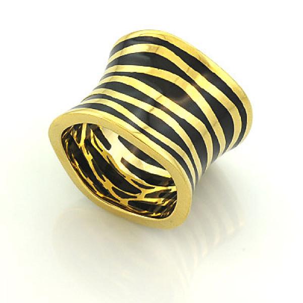Кольцо из желтого золота с черной  эмалью