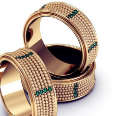 Кольцо из  желтого золота с изумрудами