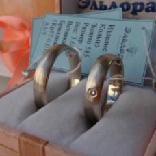 Матовое классическое обручальное кольцо из белого золота