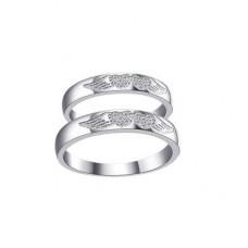 Миниатюрное обручальное кольцо из белого золота с бриллиантами