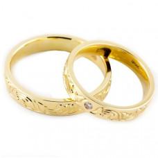 Миниатюрное обручальное кольцо из желтого золота с бриллиантом
