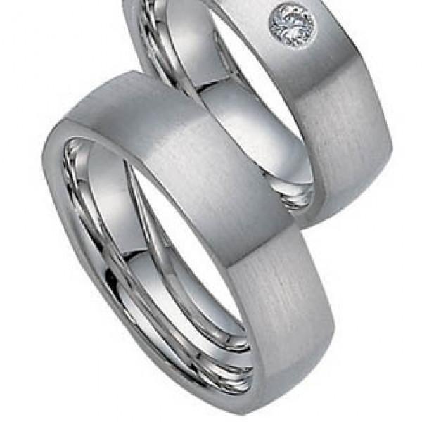 Обручальное кольцо из белго золота с бриллиантом