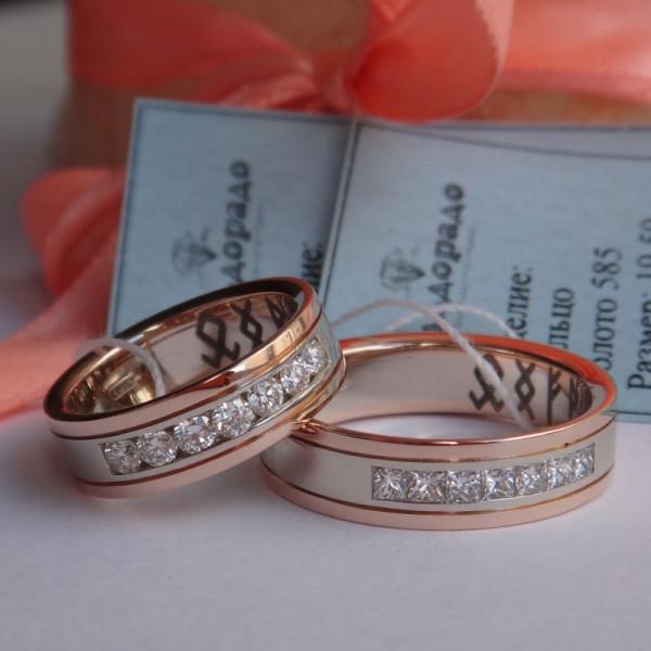 Обручальное кольцо из белого и розового золота с дорожкой больших бриллиантов