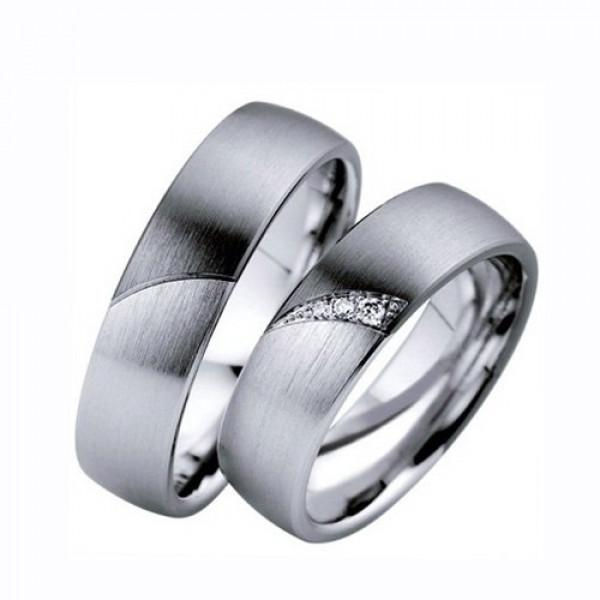 Обручальное кольцо из  белого золота c покрытием чёрного родия и с бриллиантами