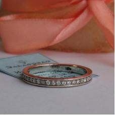 Обручальное кольцо из белого золота с бриллиантами по всему кругу
