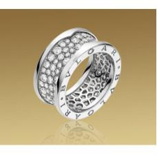 Обручальное кольцо из белого золота с бриллиантами