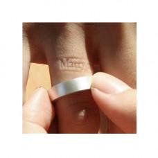 Обручальное кольцо из белого золота с имненем на внутренней стороне