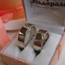 Обручальное кольцо из белого золота с сердцем из красного золота