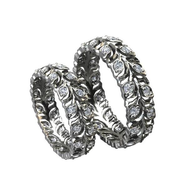 Обручальное кольцо из белого золота с узором в виде веточки с бриллиантами