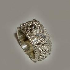 Обручальное кольцо из белого золота с узором