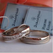 Обручальное кольцо из белого золота с волной