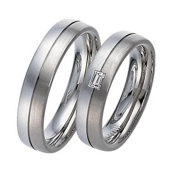Обручальное кольцо из голубого и черного золота с алмазом