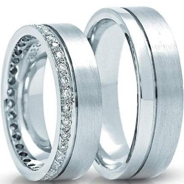 Обручальное кольцо из голубого золота с бриллиантами