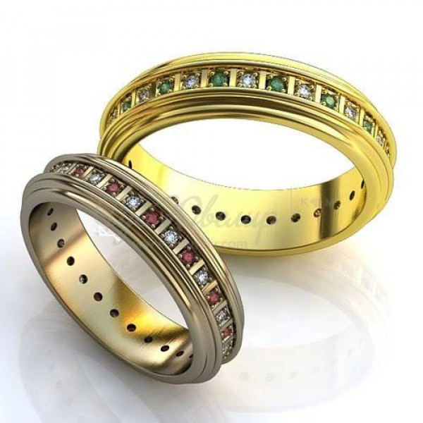 Обручальное кольцо из желтого с золота с бриллиантами и изумрудами