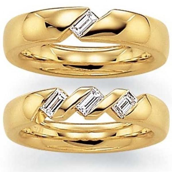 Обручальное кольцо из желтого золота с алмазами