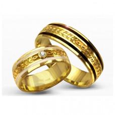 Обручальное кольцо из  желтого золота с бриллиантом и эмалью