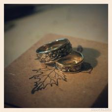 Обручальное кольцо из желтого золота с чернением