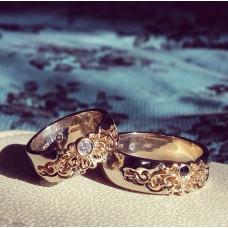 Обручальное кольцо из жёлтого золота с чёрным бриллиантом