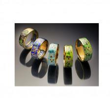 Обручальное кольцо из желтого золота с цветной  эмалью