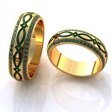 Обручальное кольцо из желтого золота с эмалью и изумрудами