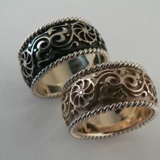 Обручальное кольцо из желтого золота с эмалью