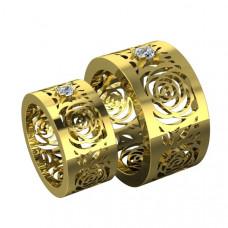 Обручальное кольцо из желтого золота с одним бриллиантом по центру
