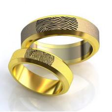 Обручальное кольцо из желтого золота с отпечатком пальца