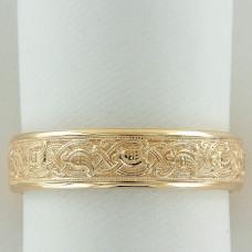 Обручальное кольцо из желтого золота  с птицами