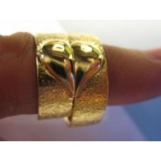 Обручальное кольцо из желтого золота с сердцем