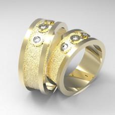 Обручальное кольцо из желтого золота с тремя бриллиантами