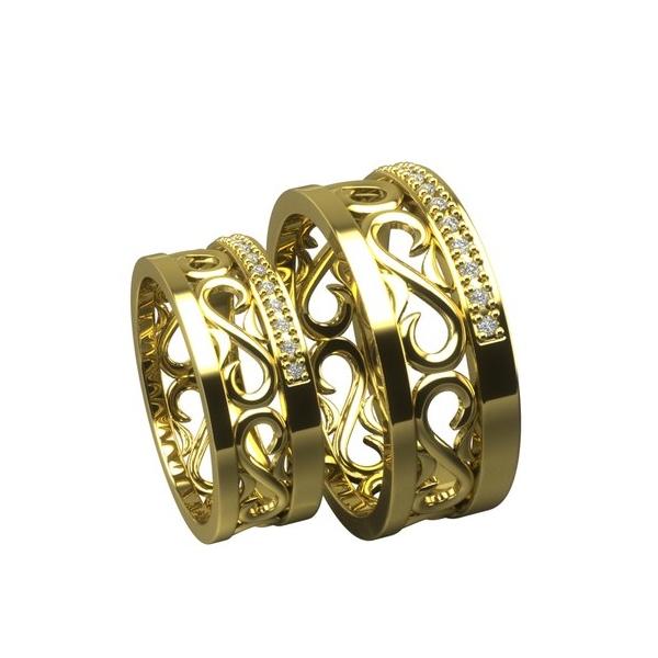 Обручальное кольцо из желтого золота с узором и бриллиантами