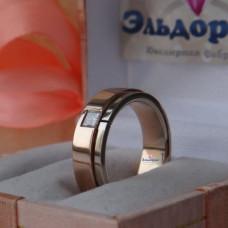 Обручальное кольцо из комбинированного золота с алмазом
