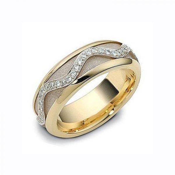 Обручальное кольцо из комбинированного золота с бриллиантами