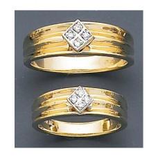 Обручальное кольцо из комбинированного золота с четырьмя бриллиантами