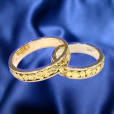 """Обручальное кольцо из комбинированного золота """"с самородками"""""""