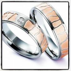 Обручальное кольцо из красного и белого золота с одним бриллиантом